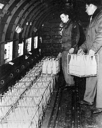collective-history:  Loading milk on a West Berlin-bound aircraft