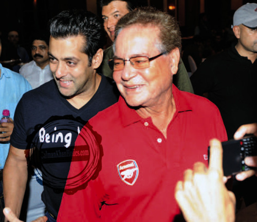 ★ Like Father, Like Son… Salman Khan with his Dad, Salim Khan, at Congress MLA Baba Siddiqui's Annual Iftar Party (July 29, 2012) !! God Bless Them !!