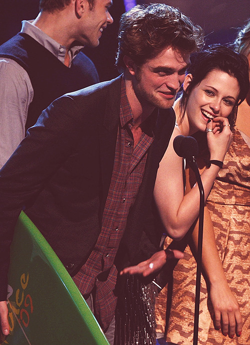 The Robsten Diary: 2009 Teen Choice Awards in Los Angeles: » Rob and Kristen's eighteenth professional public appearance together.