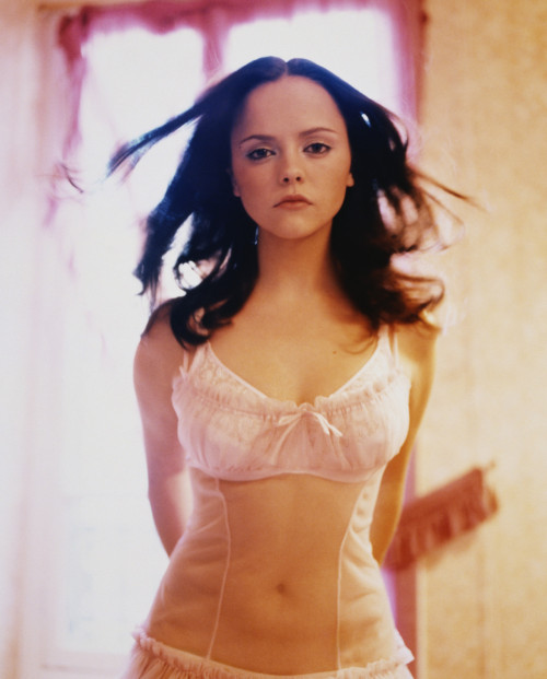 bohemea:  Christina Ricci - Rolling Stone by Peggy Sirota, December 9th 1999