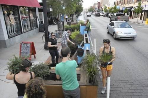 snowbirdinpassing:  Parklet, or people spot, getting a trial run in Andersonville