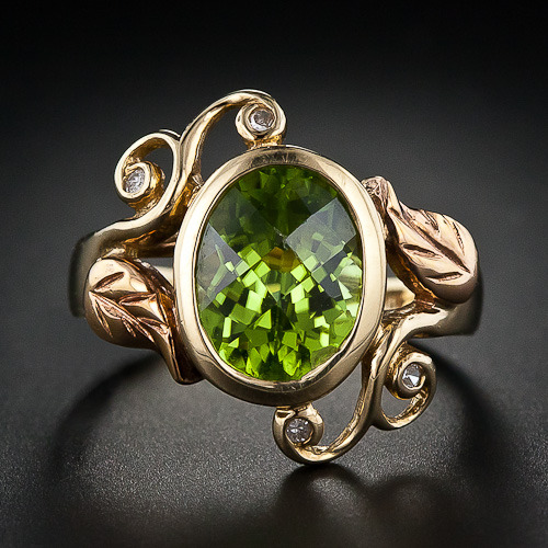 bluelightseven:  omgthatdress:  Ring 1940s Lang Antiques  O.O