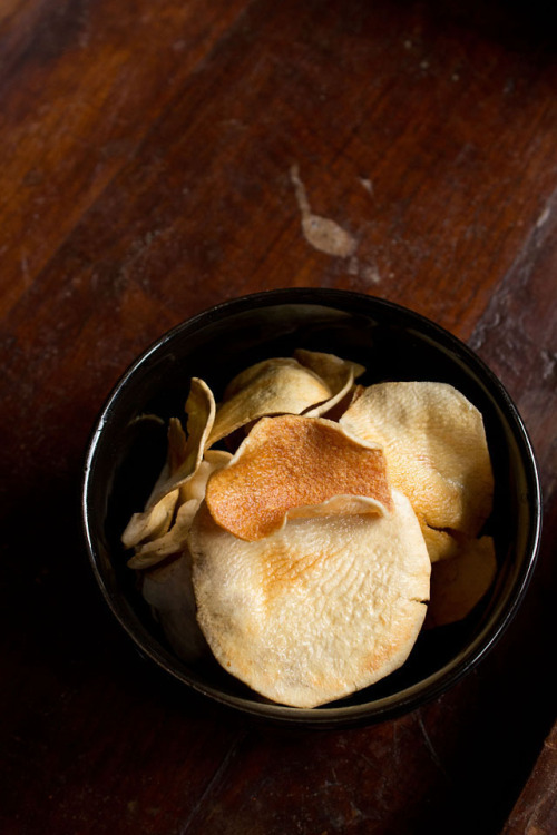 noperfectdayforbananafish:  (via sun dried potato chips – how to make sun dried potato chips)