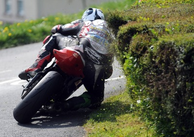 racing between the hedges …Michael Dunlop, Yamaha R6, 2009 Cookstown 100 supersport race
