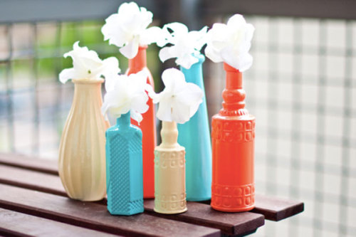 scissorsandthread:  Painted Vases | Ashley In DC Sometimes the easiest DIYs have the biggest impact, as seen with this bright Summer mix of painted vases. I have an obsession with colour and this is a fantastic way of bringing it into your home. Go to your cheap shop or op-shop to collect vases in interesting shapes (don't stress about the colours!) and then choose the colour palette that makes you happy!