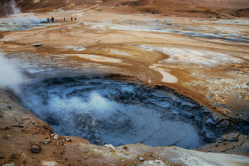 In Iceland there's a hole, through which people can fall — Hverir volcanic area, Namafjall, Northern Iceland Island má svou v zemi díru, žere lidi, plive síru…
