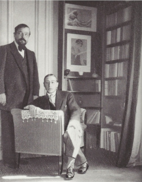 entregulistanybostan:  Igor Stravinsky and Claude Debussy in the latter's apartment in the Avenue du Bois de Boulogne, Paris; photo by Erik Satie, June 1910 (Paul Sacher Foundation, Basle) fantomas-en-cavale  Debussy et Stravinsky, 1911