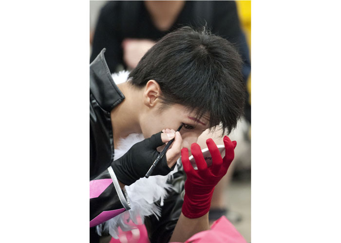 HONG KONG: July 31, 2012 — A cosplay fan applies make up during the 14th Ani-Com and Games exhibition in Hong Kong Tuesday, July 31, 2012. One of Asia's biggest animation and comic fairs opened on July 27 in Hong Kong, attracting thousands of fans and bringing some fun back into super heroes after the Batman movie shootings in Colorado. (Photo by JUSTIN CHIN)