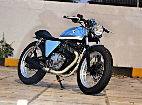 """BabyBlues"" A Suzuki Thunder 250 by The Katros Garage Rudy the owner, wanted a 'race' themed bike that was also classical and 'poppy'."