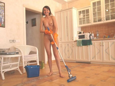 Natural 68 Hazlo desnudo: Limpia tu casa Do it naked: Clean your house