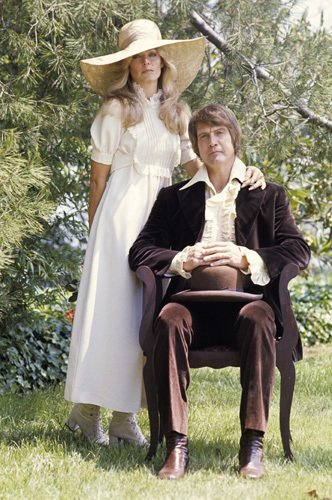 Lee & Farrah … happier times gotuponthetable:  Mr & Mrs