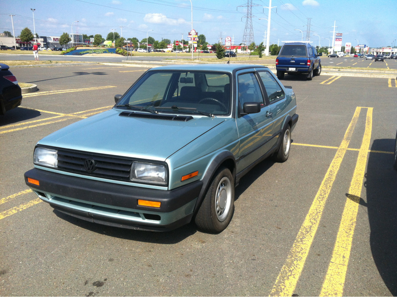 Clean as hell Jetta Coupe in Calypso green, spotted locally. Minty fresh and mostly OEM from what I could tell… A beautiful specimen.