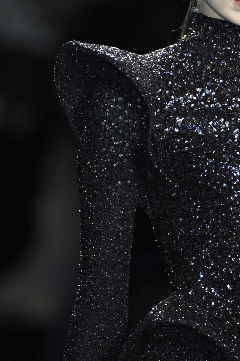 somethingvain:  nina ricci f/w 2009 rtw, details on tanya dziahileva
