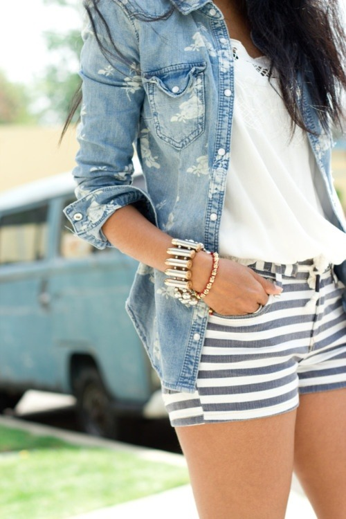 #PinterestFashionFind: Striped shorts & chambray top. Great look for summer. Source: WalkInWonderland.