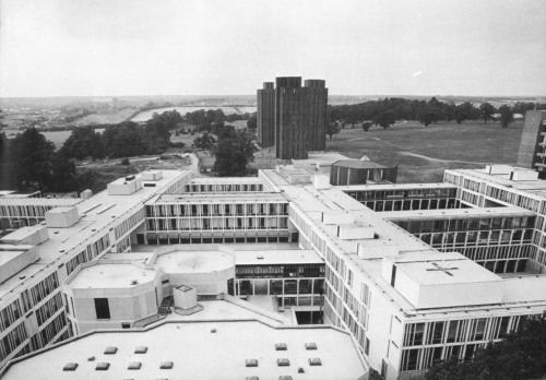 fuckyeahbrutalism:  University of Essex, Wivenhoe Park, England, 1963-72 (Kenneth Capon of Architects' Co-Partnership)