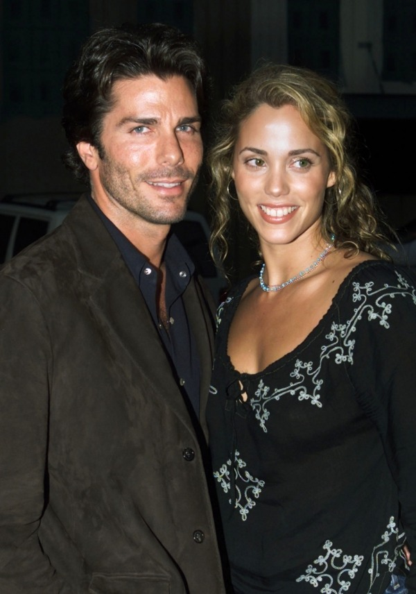 Elizabeth Berkley and Husband Greg Lauren Welcome First Baby Son, Sky(via Mstarz)