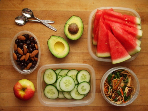 garden-of-vegan:  picnic lunch for two: almonds & dark chocolate espresso beans, gala apple, avocado, cucumber slices, watermelon slices, spicy tofu noodle salad