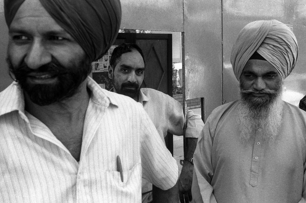 Daily life in a Sikh Temple in Nairobi, Kenya (1992) Photo by David Blumenkrantz