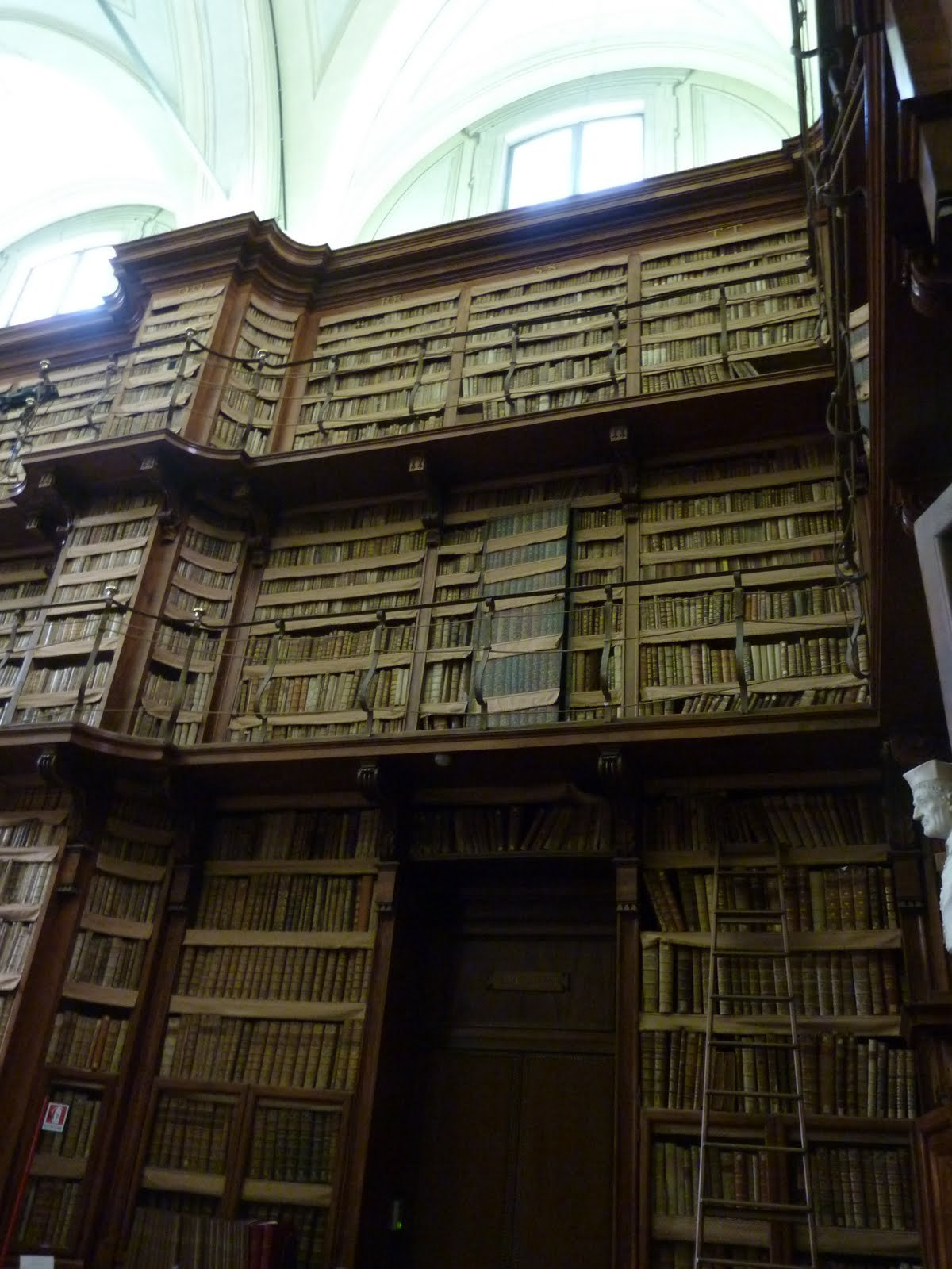 Spot the secret door - Biblioteca Angelica, Rome.