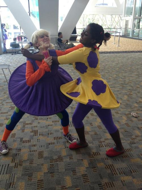 disgustinghuman:  littlemissmanga:  Me as Angelica fighting with lysiefruit as Susie at Otakon 2012. Dresses made by theorangekingdom.  !!!  AAAAAAAAAAAAAAAAAH!!!! THIS IS AMAAAAZING!!!!!