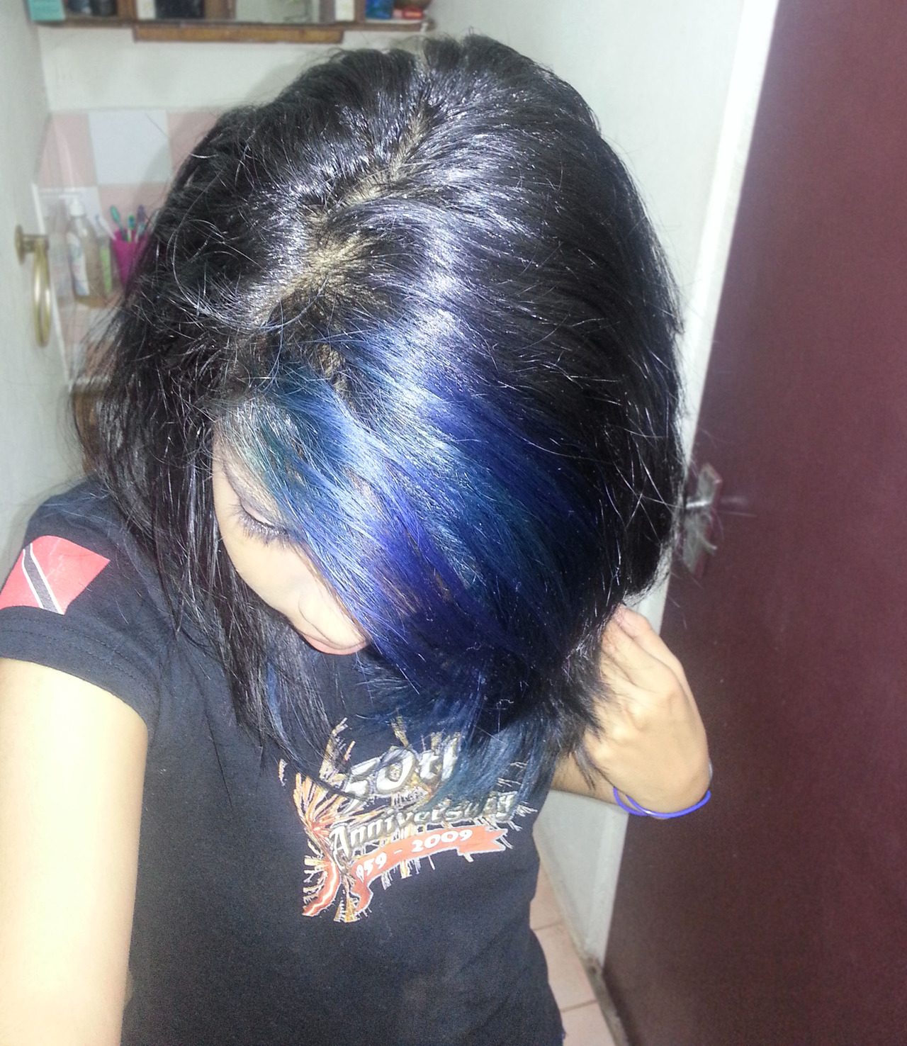 my dash needed some blue hair… what can i say xD  I'm gonna dye it turquoise very soon :D Strangely enough, I reppin Trinidad's flag on my TShirt… Same day Pound the Alarm vid comes out. Gotta love mih country yes <3