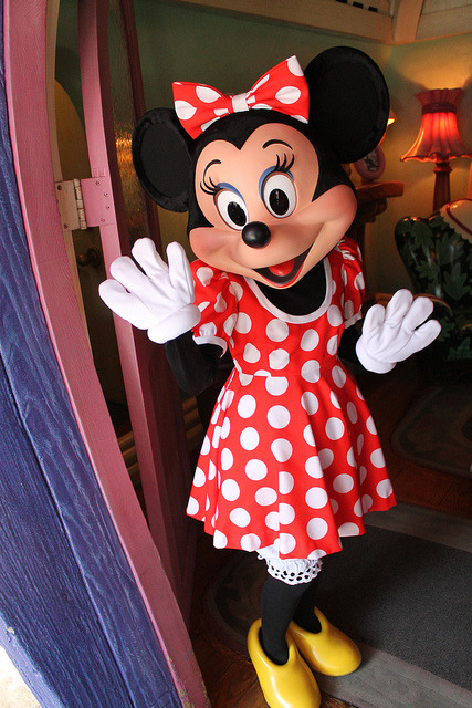 alldisney:  Meeting Minnie Mouse by Loren Javier on Flickr.