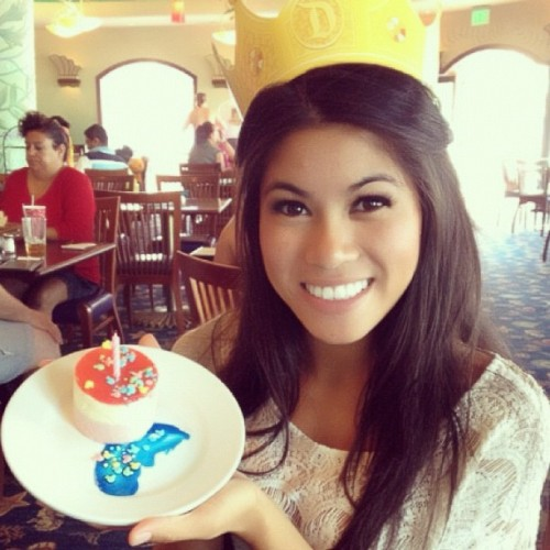 It ain't even my birthday 🎂 #arielsgrotto #cake #birthday #breakfast #princess #disney #DCA #spoiled  (Taken with Instagram)