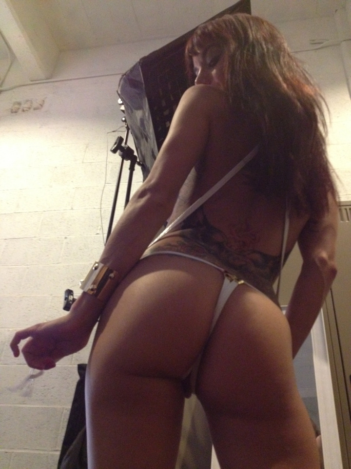kristinarosexxx:  My Dom.. @Gia_DiMarco. Don't lie. U'd let that ass electrocute u n beat u too.