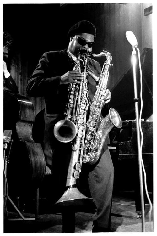 fileunder:  Rahsaan Roland Kirk multitasking.