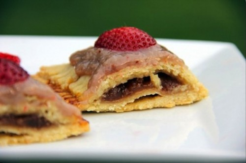 skinniervegan:  Pop-Tarts made vegan and with a Healthy Twist! For recipe and directions, visit http://www.ecorazzi.com/2012/07/31/pop-tarts-made-vegan-and-with-a-healthy-twist/ Enjoy!