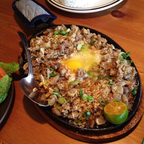 Sisig is one of my comfort foods.  This is best eaten with a cold beverage, preferably a nice pint of beer.   droolius:  Sisig @ Nipa Hut Bar & Restaurant #FilipinoFood #Sisig (Taken with Instagram at Nipa Hut)