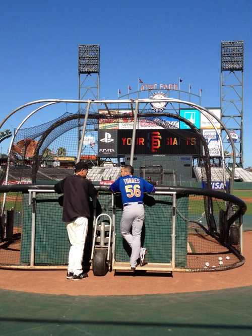 Bruce Bochy watches batting practice with former Giant Andres Torres.