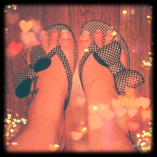 Spottys new spotty bow Melissa flip flops!! Purdy!! #spotty #holiday #dotty #pink #black #flip-flops (Taken with Instagram)