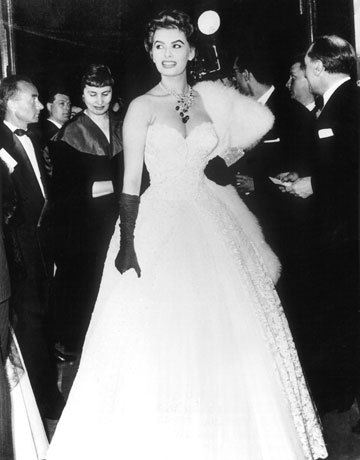 ICONIC /// A very glamorous Sophia Loren WOWs at Cannes