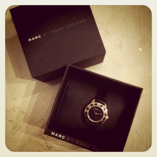 Mami , te guillas :') #marcbymarcjacobs #marcjacobs #watch #blackandgold #designer  (Taken with Instagram)