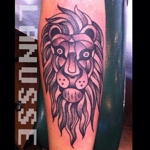 Walk in stippled cubist lion?! Sure. #tattoos @infinitytattoopdx  (Taken with Instagram at Infinity tattoo)