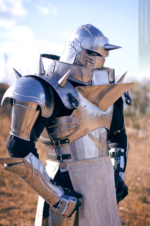 superblys:  wintervines:  beneca-crane:  jedibusiness:  Alphonse Elric  That is some serious commitment to cosplay right there.  Holy shit that is impressive.   would you say that it would cost you an arm and a leg?