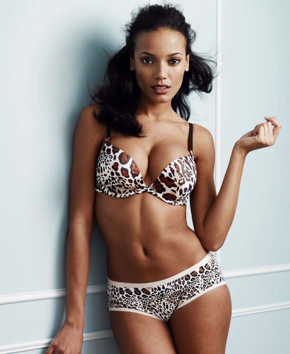 howiekazowie:  say goodbye to bikini month, Selita Ebanks