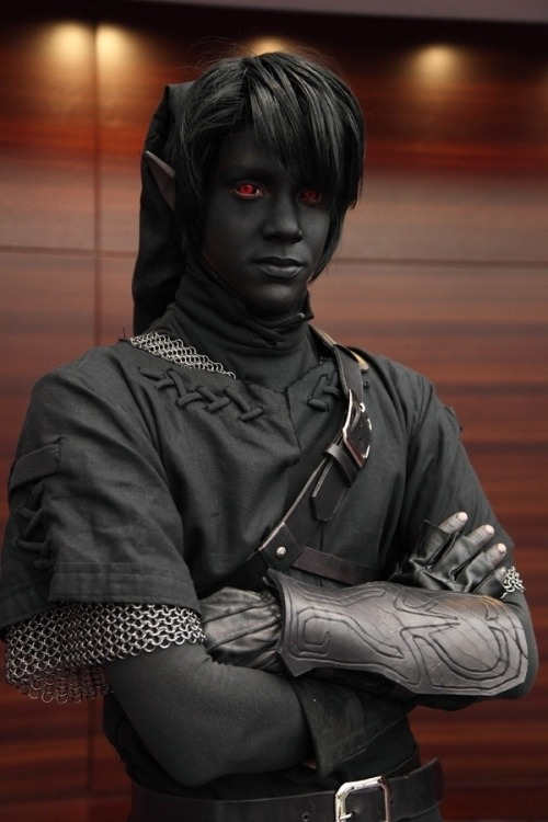 zkno:  Dark Link cosplay.  So badass.  Awesome!! Kinda creepy though..