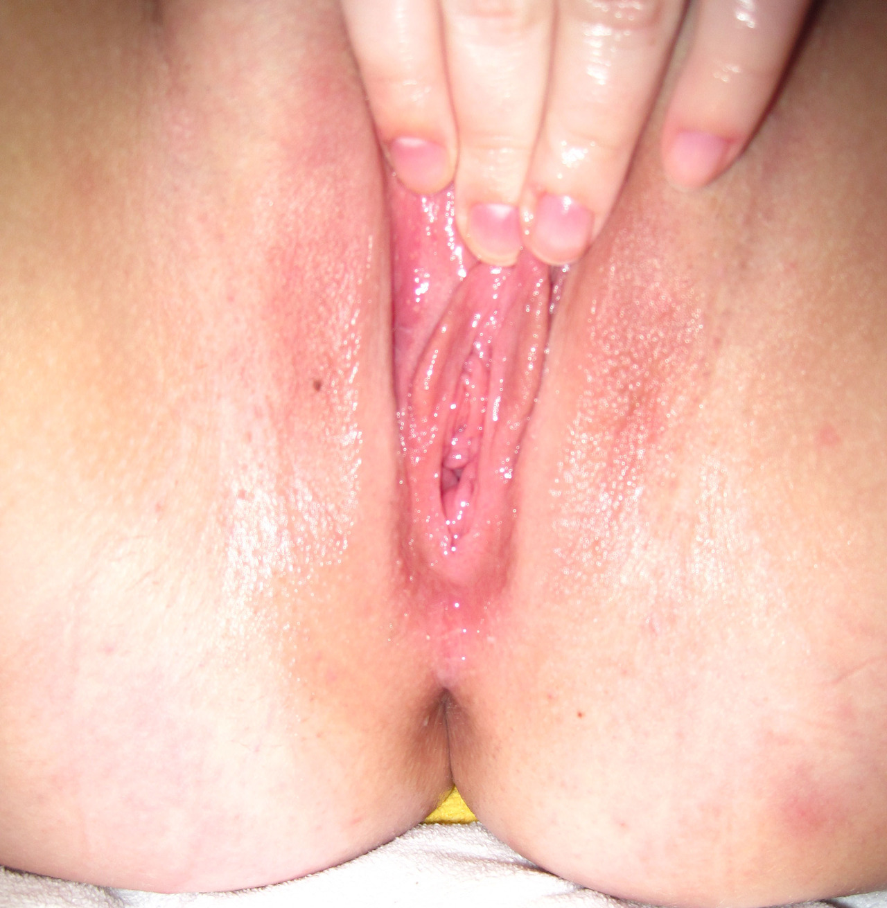 http://exposedontheinterwebs.tumblr.com/ Ohhhhh I love a soaked pussy………..