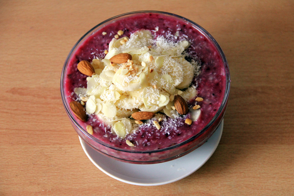 gaintheirjealousy:  Oatmeal with wild berries and flax, topped with sliced ripe banana, shredded coconuts, almonds and peanuts