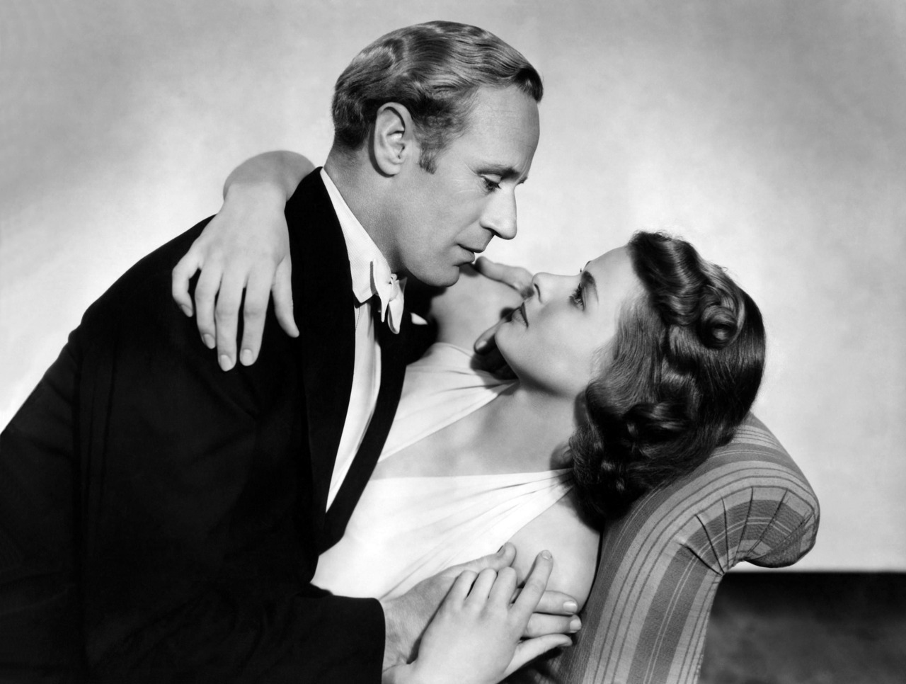 vintage-hollywood-girl:  Leslie Howard and Ingrid Bergman