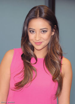 Shay Mitchell: Filipino, Irish and Scottish