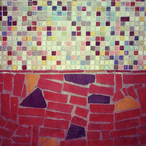 #tile #texture #pattern #mosaic #color #colorfull #vintage #retro #sixties #fifties #minimal #minimalism #geometric #half #red #black #yellow (Publicado com o Instagram)