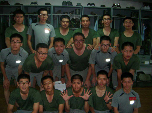 limengrui501:  Can you find our KYU JONG in this pic with his army companions? ;D