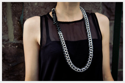 truebluemeandyou:  DIY Heavy Chain and Belt Necklace Tutorial from Trinkets in Bloom here. I have loved the heavy chain look ever since I saw white chain draped all over a Valentino white dress. I even did a roundup of heavy chain projects here.