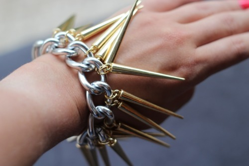 truebluemeandyou:  DIY Spike Bracelet from stripes + sequins here. For cheap chunky chains you can use a Dollar Store dog chain collar - I even posted a tutorial for a necklace using them here. *For more spike jewelry including earrings, necklaces, and headbands go here: truebluemeandyou.tumblr.com/tagged/spikes
