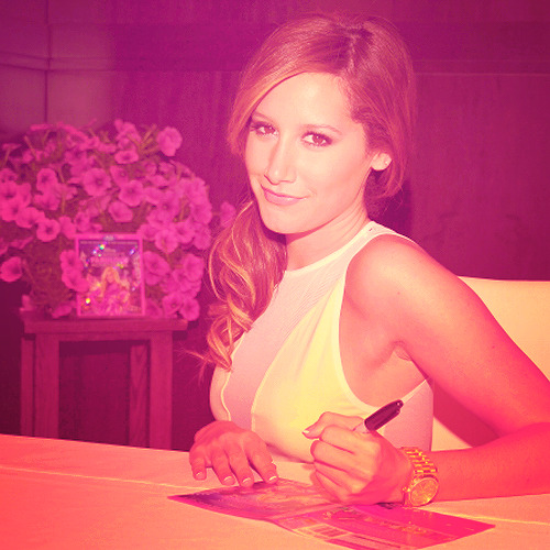 » 6/50 favorite pics - Ashley Tisdale.