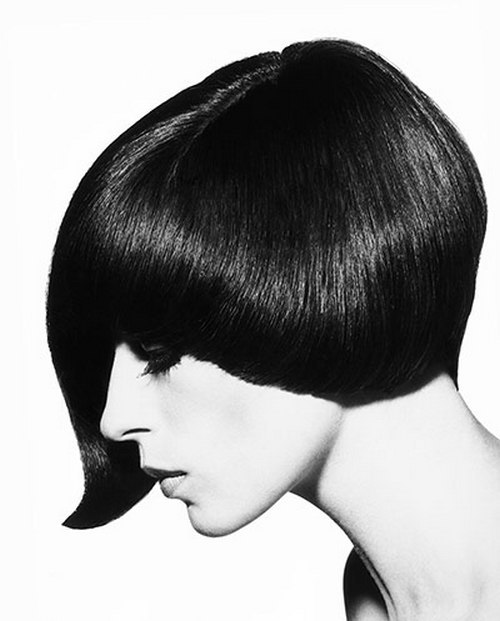 theswinginsixties:  Danae Brook wearing an asymmetrical haircut by Vidal Sassoon, 1964.