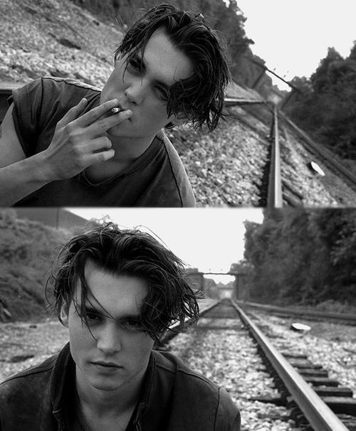 m-oney-is-the-anthem:  easy—come-easy-go:   Johnny Depp  easy—come-easy-go:  i actually want to cry looking at how gorgeous you are…
